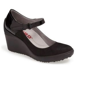 Tsubo Dreux Leather Mary Jane Wedge Pumps 10